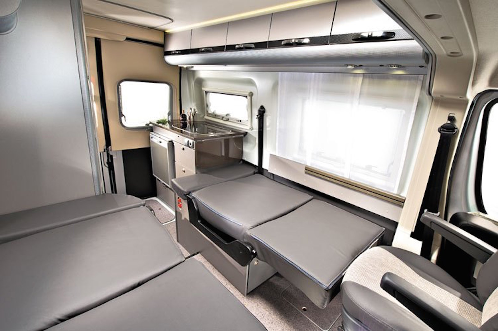 Berth Motorhome For Hi...