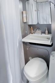 1805_TWIN_500_S_TITAN_bathroom_JMF_2783