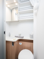 SunLiving S70SP bathroom