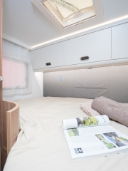 SunLiving S70SP rear bed window