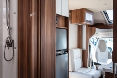 190621_MHC_motorhome_T-Line-Iona-4-berth-luxury-motorhome-for-hire-Bristol-Somerset_lowres_014